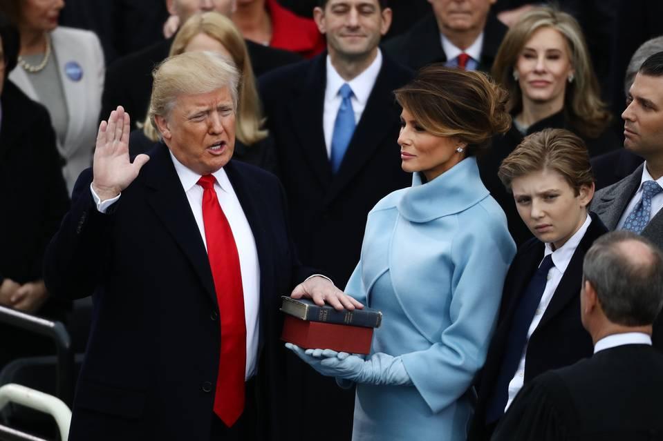 Donald Trump juramento biblia